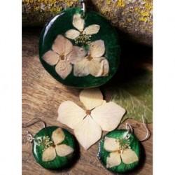 Conjunto: colgante y pendientes verde